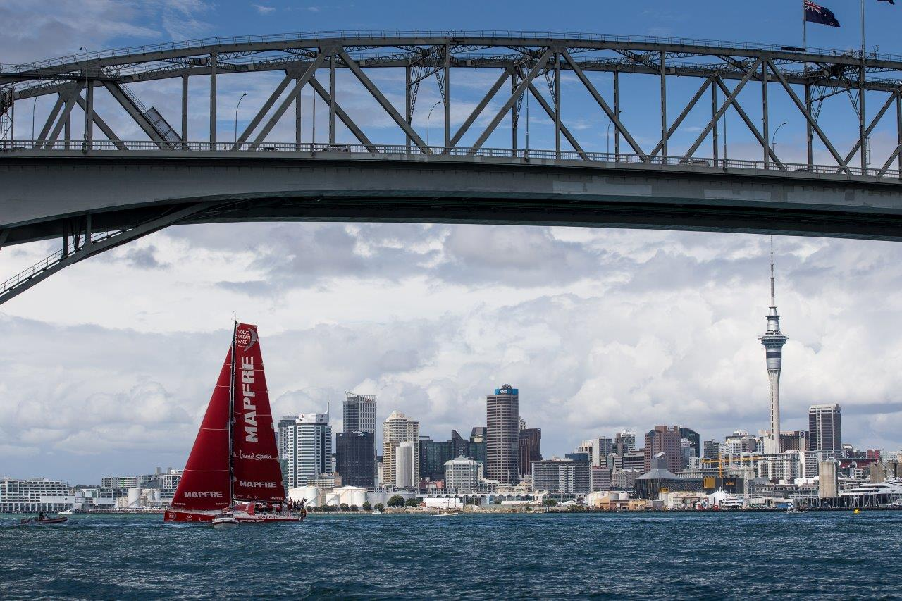 """El """"MAPFRE"""" navegando hoy en Auckland en la regata de entrenamiento oficial © María Muiña/MAPFRE"""