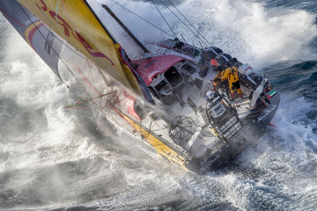 Abu Dhabi Ocean Racing pasando East Cape, la punta más al este de Nueva Zelanda © Ainhoa Sanchez/Volvo Ocean Race