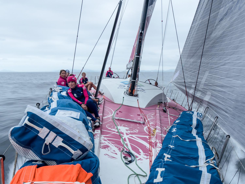 Team SCA con al costa de Brasil al fondo © Corinna Halloran/Team SCA/Volvo Ocean Race