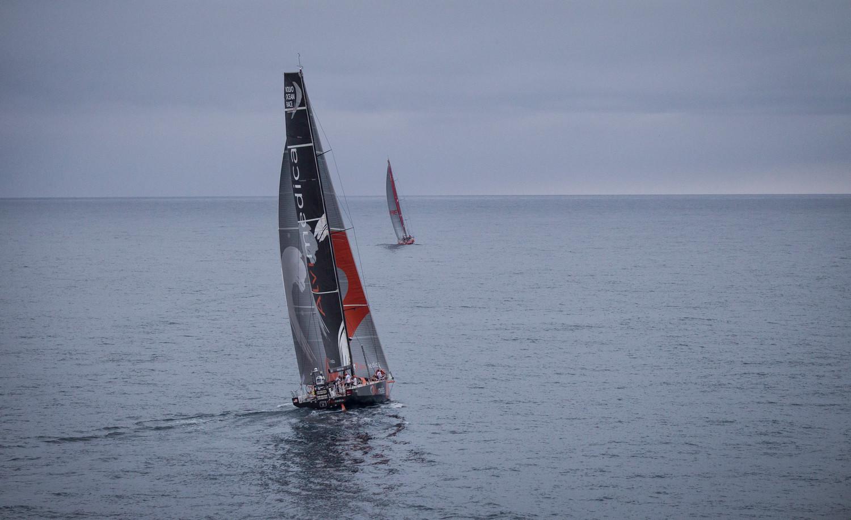 Alvimedica con el Mapfre al fondo © Ainhoa Sanchez / Volvo Ocean Race