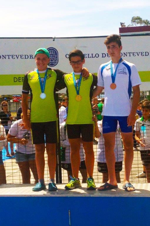 Podio infantil A, de izda. a dcha.:  Gabriel Saavedra,  Joaquín Rodríguez y Xoel Garcia © Loly 2015