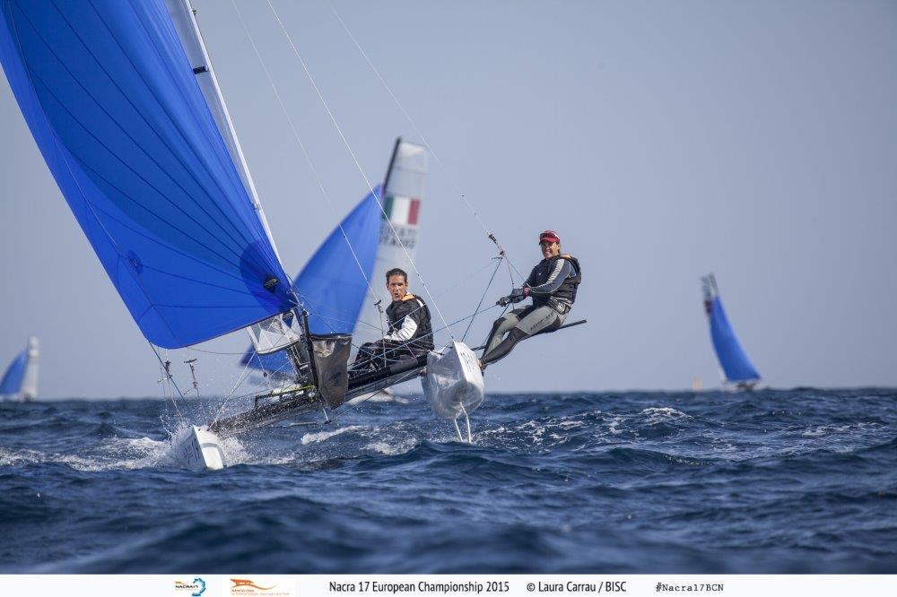El Nacra 17 de Fernando Echávarri y Tara Pacheco, durante la 1ª jornada de competición del Cto de Europa © Laura Carrau/BISC