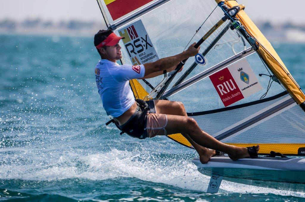 Joan Carles Cardona durante una de las pruebas disputadas hoy en Omán © Jesús Renedo/Sailing Energy