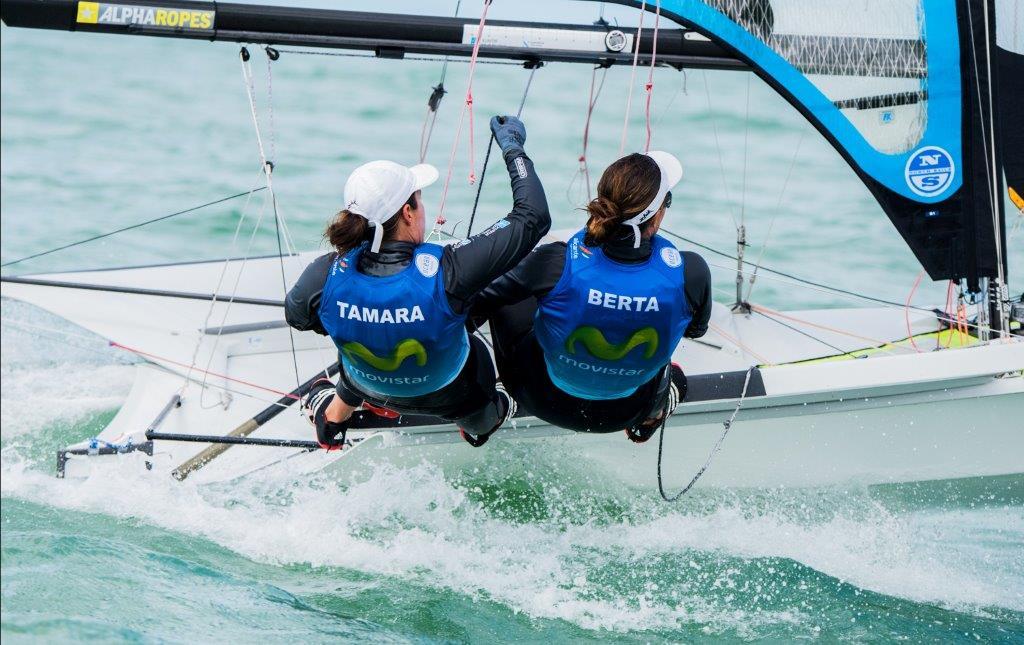 Támara Echegoyen y Berta Betanzos durante la regata de entreno disputada ayer lunes © Jen Edney