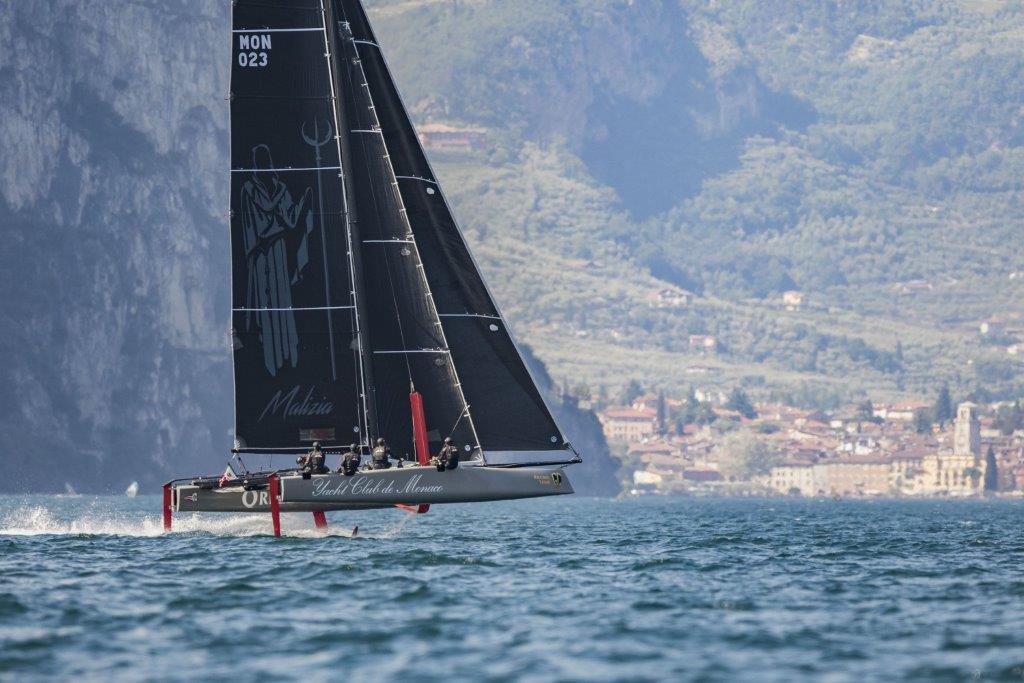 Malizia-Yacht Club Mónaco entrenando en el lago de Garda © Jacopo Salvi