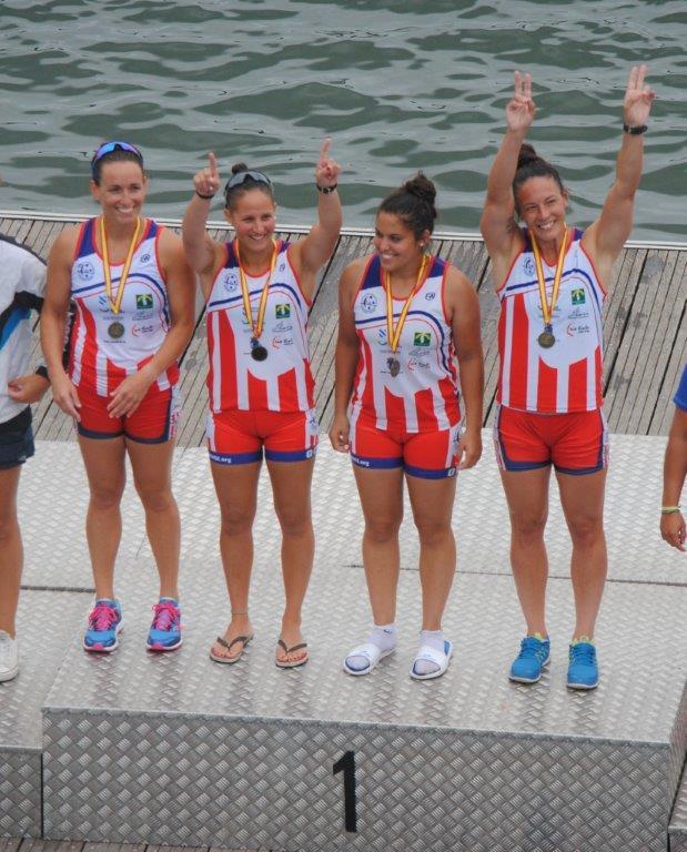 Podio K-4 200 metros, de izda. a dcha.: Alicia Araujo, Carla Pérez, Valeria Romero y Ana Varela © Kayak Tudense