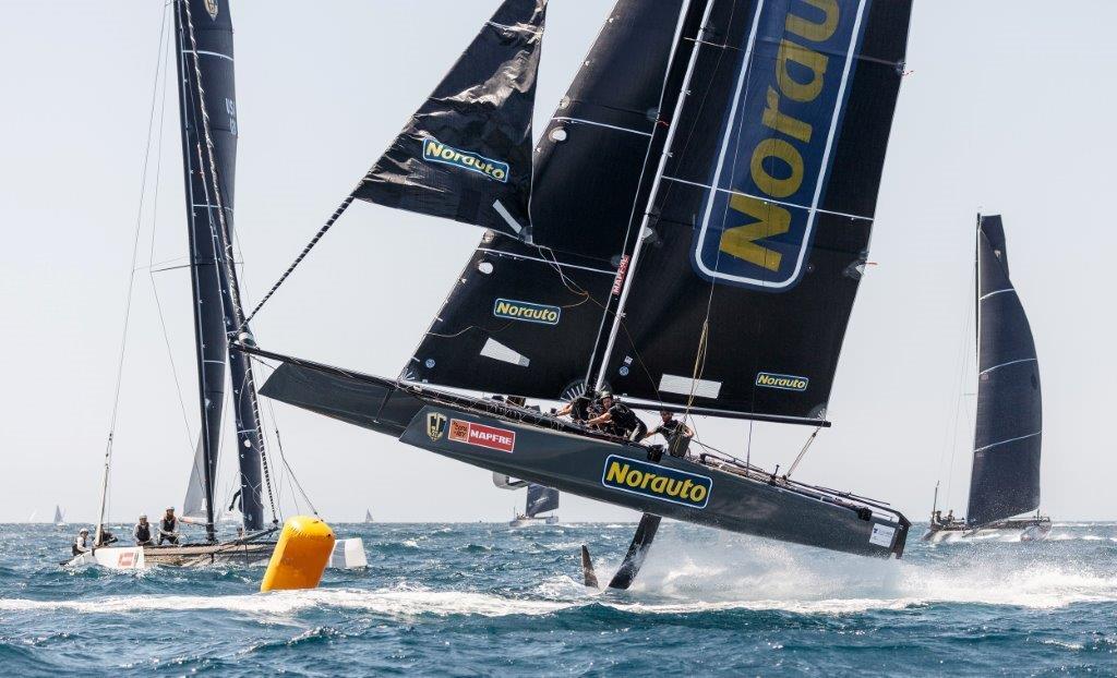 """El GC32 """"Norauto"""", volando hoy en la bahía de Palma. © Nico Martínez/Copa del Rey MAPFRE"""
