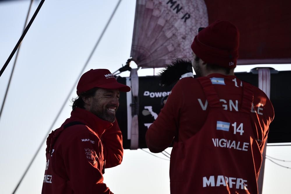Fran Vignale, OBR del MAPFRE, entrevistando a Iker © Ricardo Pinto/Volvo Ocean Race