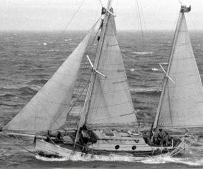 Sir Robin Knox-Johnston y su velero 'Suhaili'