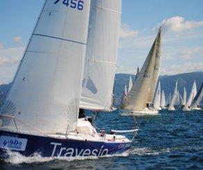 """""""Grupo Santorum & Martínez"""" gana en la tercera etapa de la 4ª Regata Interclubles de Cruceros de la Ría de Pontevedra y aprieta la general de la clase top"""